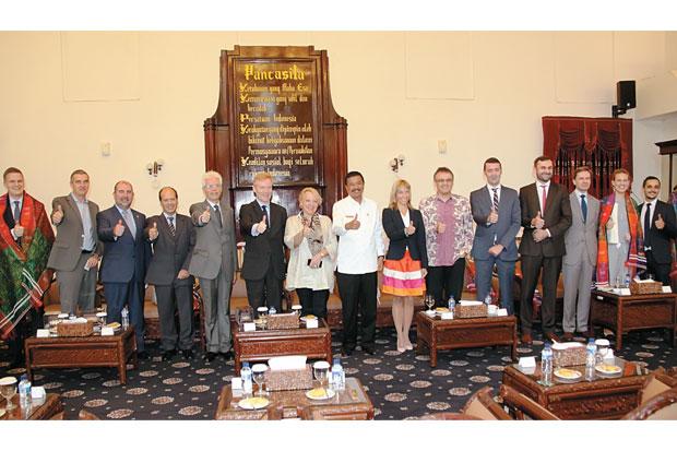 16 Diplomat Uni Eropa Kunjungi Kota Medan