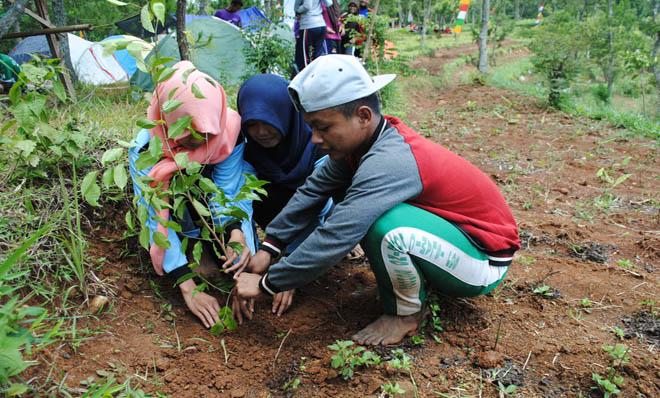 10.000 Pohon Ditanam Untuk Cegah Longsor dan Konservasi Air