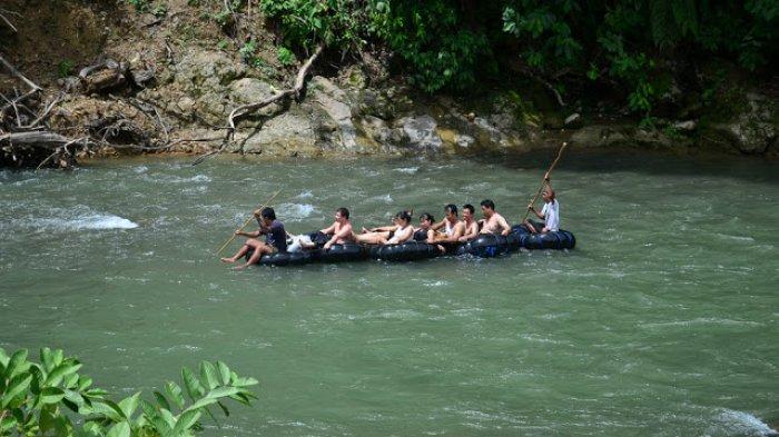 Sejuknya Pemandian Bukit Lawang, Tube Rafting Yang Wajib Dicoba