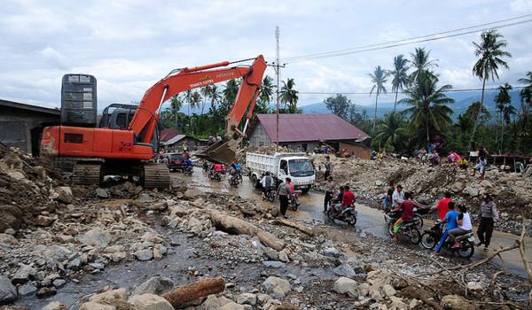 Korban Banjir Bandang Aceh Masih Bertahan di Pengungsian