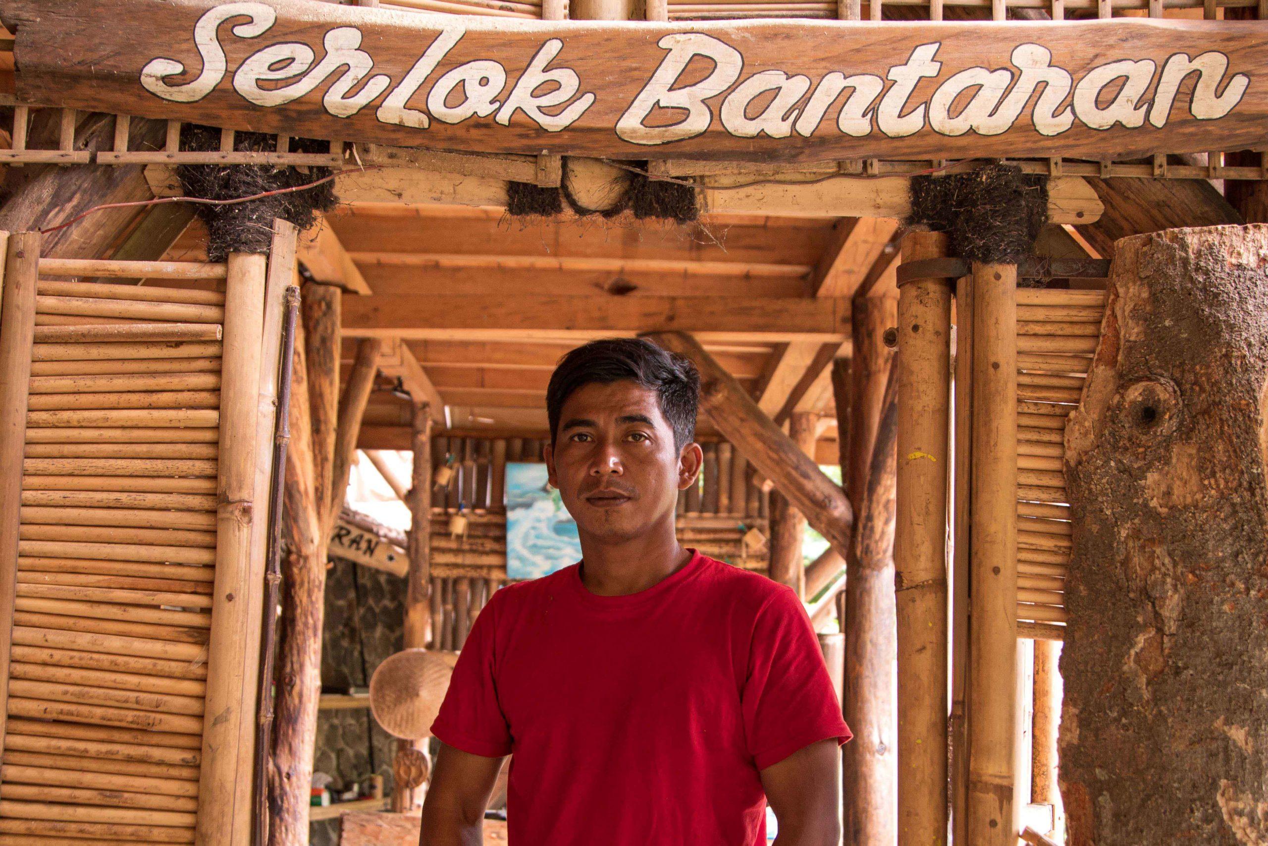 Nusep Supriyadi (40) Ketua Serlok Bantaran Kota Bandung. Didirikan pada 2018, kelompok ini konsisten melakukan penanaman, pembudidayaan ikan lokal, pemeliharan mata air dan rutin susur sungai di Sungai Cikapundung. Foto: Donny Iqbal/Mongabay Indonesia