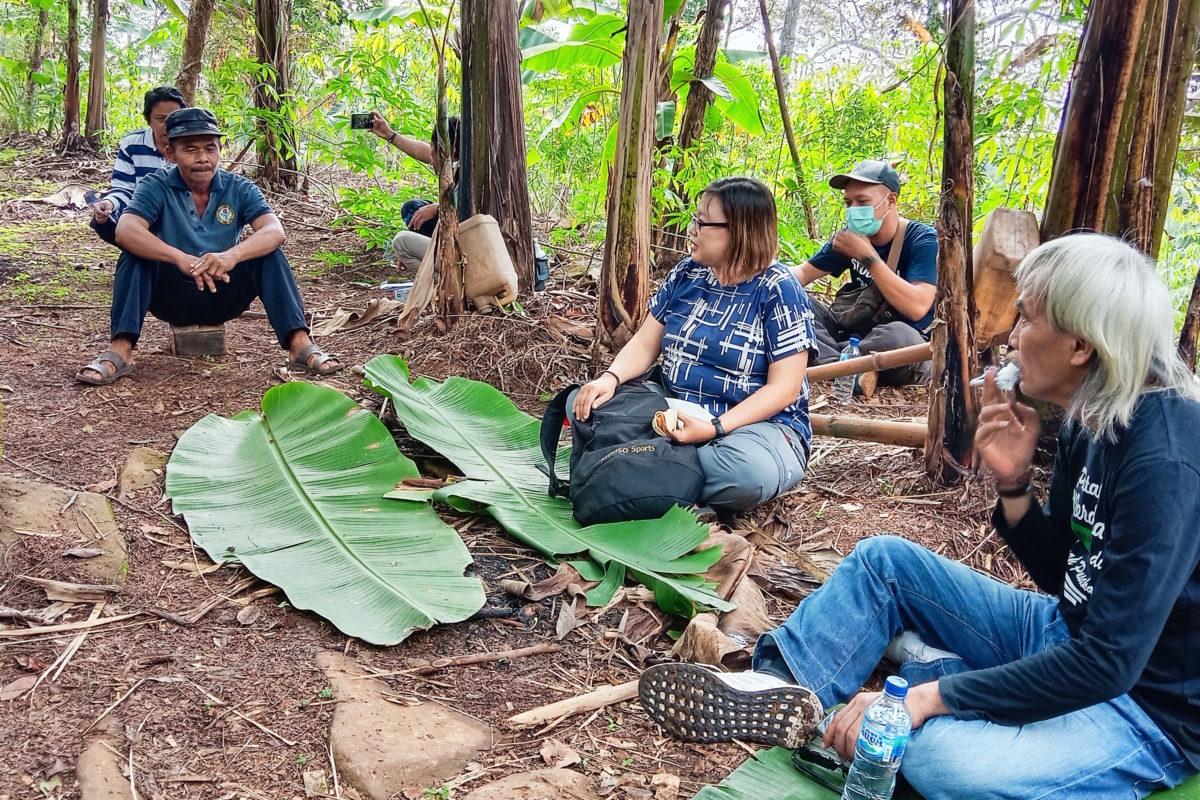 Suasana diskusi antara petani pelaksana imbal jasa lingkungan di Desa Galih, Kecamatan Pasrepan, Kabupaten Pasuruan dengan para pihak. Foto: A Asnawi/ Mongabay Indonesia