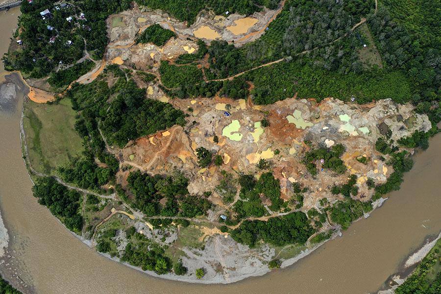 Foto udara yang menunjukkan galian tambang emas ilegal di Kecamatan Sungai Mas, Kabupaten Aceh Barat, Aceh, pada Januari 2021 lalu. Foto: Junaidi Hanafiah/Mongabay Indonesia