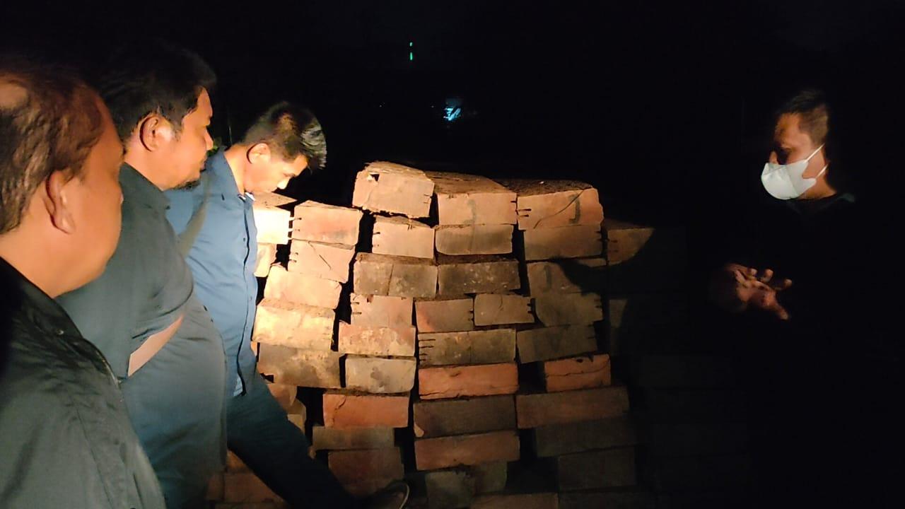 Dari truk Fuso yang diperiksa ditemukan kayu berjumlah lebih 165 batang. Foto: Gakkum KLHK Sulawesi.