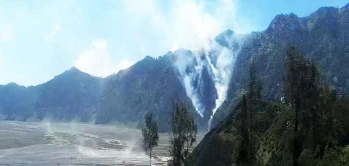 Kebakaran di Taman Nasional Bromo. Foto: Istimewa